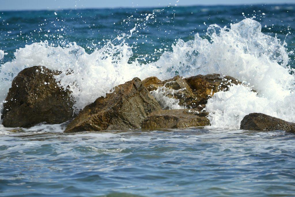 Juha od kamena radi se sa šupljikavim kamenom iz mora